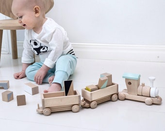 Wooden train with carriages (custom colour choice) - Wooden toys - Toddler gift - Handmade natural toy - Wooden train toy