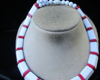Vintage By Avon Chunky White & Red Necklace