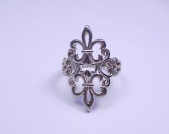 Beautiful sterling silver double fler de lis ring size 8