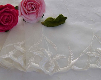3.00 metres Lovely Ivory Embroidered Lace