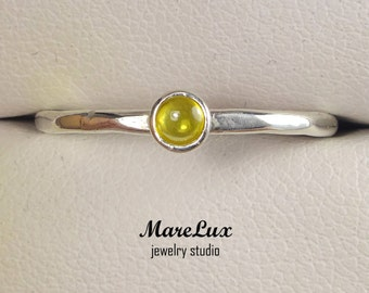 Chrysolite Cabochon Ring with Facets, 925 Silver 3 mm Synthetic Yellow Chrysolite Ring, Silver Faceted Stackable Chrysolite Engagement Ring