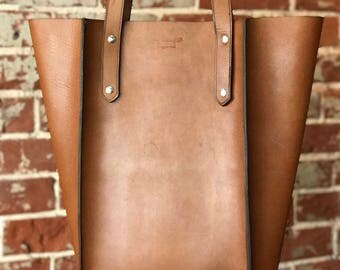 The Large Seamed Tote - Tan leather