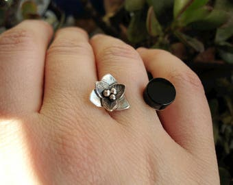 Flower ring. simple ring. Jet ring. silver ring. Flower ring. handmade. wood black fosil.piedra.