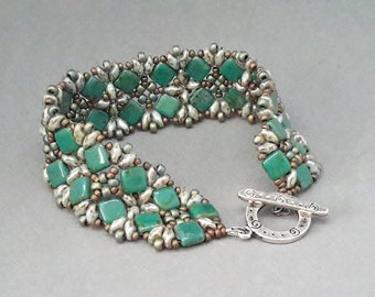 """7""""green square,light green superduos,seed bead bracelet, silver toggle clasp,by Beaded by Lijana,Cluster Bracelet with Squares and SuperDuos"""