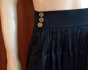 Authentic, vintage Chanel Boutique skirt 1 owner, purchased at Bergdorf's On The Plaza NY, Runway couture only four of this item ever made