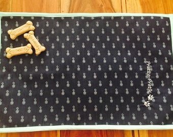 Placemat for dog food bowls / doily for dog food