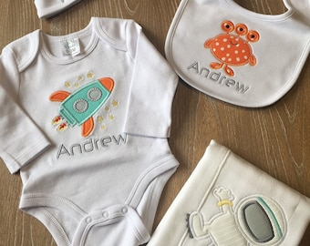 Baby boy personalized Space- Astronaut  Bib, Bodysuit, Shirt or Burp cloth / Personalized baby boy gif SET, Newborn SET