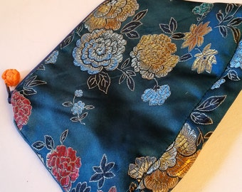 Silk embroidered pouch, Chinese themed, zippered, clean