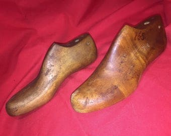 Vintage Wood Shoe Form/Mold/Last Matching Style and Size  pair 6E