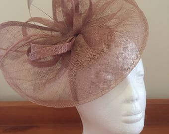 Beige fascinator with spliced saucer and feather accents