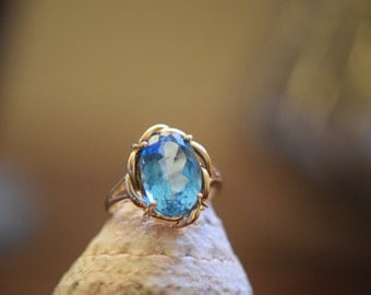 10 Karat Yellow Gold Aquamarine Rope Solitaire Ring, US Size 6.0, Used Vintage Jewelry