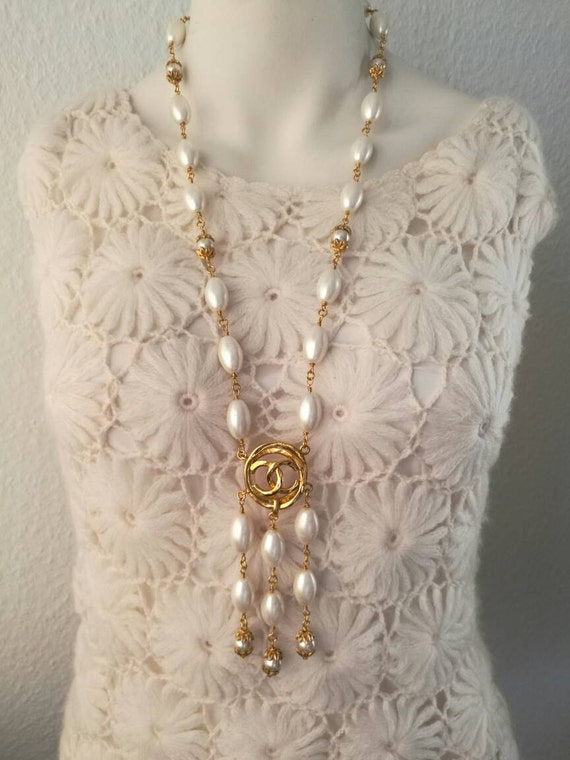 Vintage large white tone 100% glass pearl chain necklace with designer connector