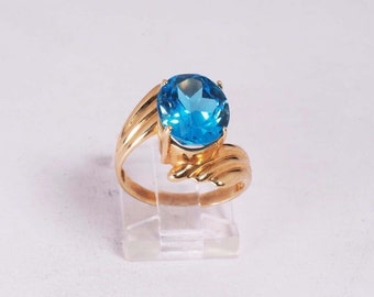 14K Yellow Gold Blue Topaz Ring , 4.5 grams, size 6.75