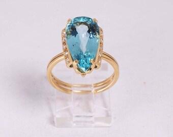 18K Yellow Gold app. 8ct. Aquamarine and Diamond Chip Ring , size 8