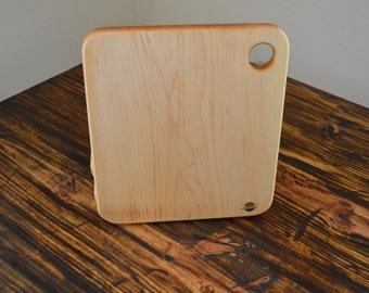 Maple Cheeseboard (Top Right Handle Curved)