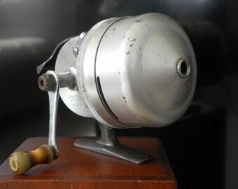 Shakespeare Wondercast fishing reel, no 1797 level wind push button