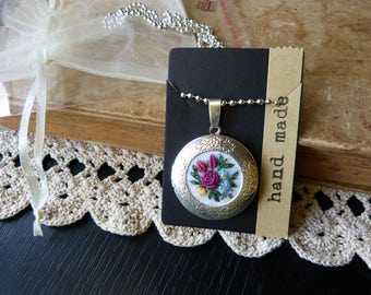 Embroidered locket,roses, for-get-me not pendant, embroidery jewelry, silver tone locket, hand stitched, textile necklace, embroidered felt.