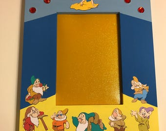 Beautiful Snow White & The 7 Dwarves Inspired 5x7 Wall Picture Frame, Bashful, Doc, Dopey, Happy, Sleepy, Sneezy, Grumpy