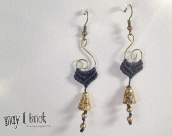 Macramé earrings blue with gold spiral