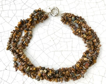 necklace of cleavage rock crystal