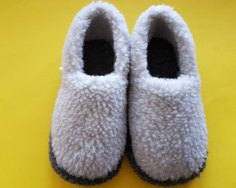 slippers; 100% handmade woolen slippers; natural slippers; hypoallergic slippers; breathable slippers