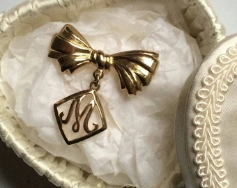 Vintage Gold Tone mother's day  brooch in lovely gift box such a great gift