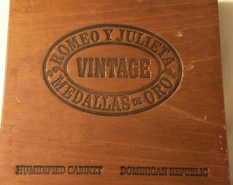 Vintage Cigar Box, Does not Close Flush in the front  Romeo y Julieta Wooden Cigar Box, DR