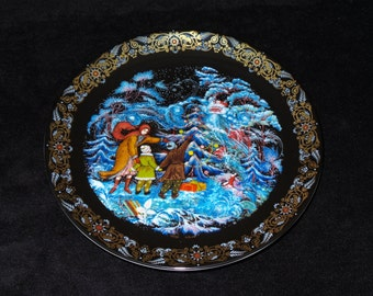 """1992 Byliny Porcelain The Tale of Father Frost """"Tree Trimming Time"""" Christmas Plate by Oleg Vladimirovich"""