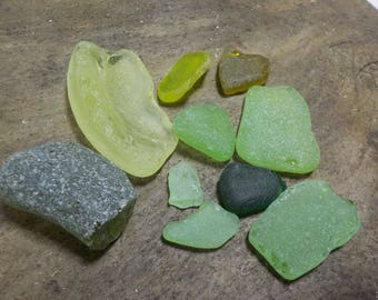 10 green colored Sea glass pieces- Genuine Sea Glass - For Jewelry Art- Mosaic Glass#441#