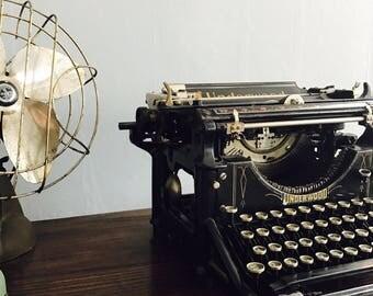 1900's Underwood Typewriter in Working Condition