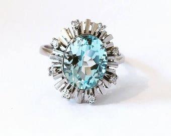 18ct White Gold Sky Blue Topaz & Diamond Ring