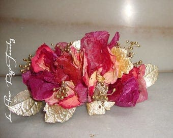 Pik of preserved flowers and porcelain