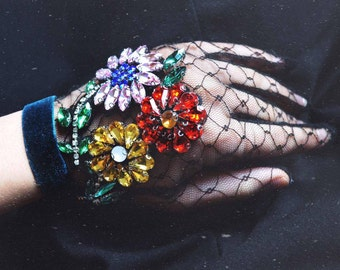 Floral Embroidery Gloves
