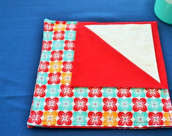 Red,Mustard and Aqua Symmetrical flower napkin/servietteholder