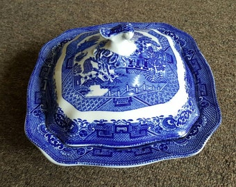 Vintage Blue Willow Covered Casserole Dish