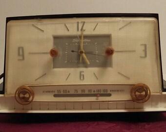 Vintage Silvertone Clock Radio. Sears Roebuck model 8021 Tube Clock Radio and Alarm Clock made in 1957-1958.