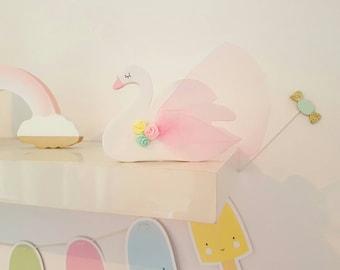 Sophia swan freestanding