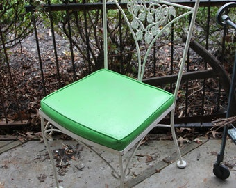 Set of 4 Mid Century Patio Dinning Chairs, White Wrought Iron With Kelly Green Cushion Seats, Grape Vine