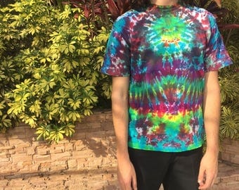 Vintage renewal / Up-cycled tee / Handmade psychedelic tie dye / Size large / L