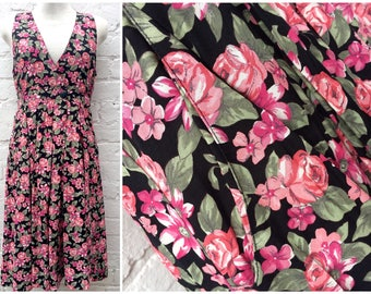 Pinafore dress, floral vintage women's fashion, 80's summer outfit