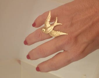 Adjustable ring with a tern of raw brass