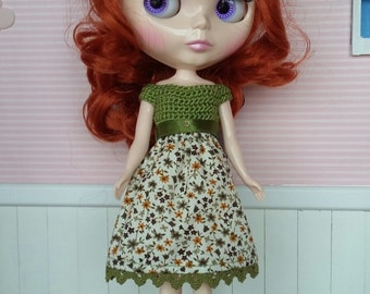 Dressed in fabric and crochet for neo blythe
