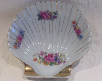 """Decorative dish in shape of a shell with flower """"Occupied Japan"""" / / made in the Japan"""