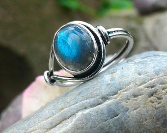 Spiritually, labradorite restructures the aura.
