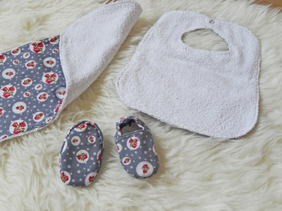 Baby gift set, baby bib, burp cloth, shoes, flowers, ready to send, baby shower