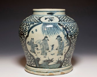 Beautiful Chinese Antique 19th Century Qing Dynasty Blue and White Porcelain Jar Vase