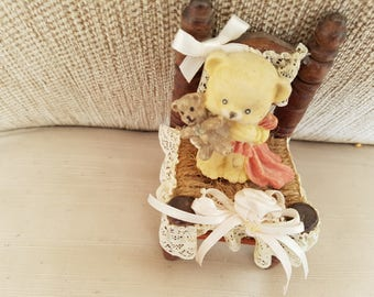 Teddy bear with baby bear in wood/rope/ lace chair