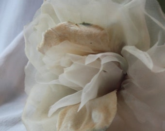 Huge vintage 40s veiling and velvet rose,Antique flowers,Victorien flower,Vintage off-white antique flowers,millinery,milliner,hatters