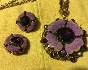 Purple jewel and pearl necklace with clip on earrings.