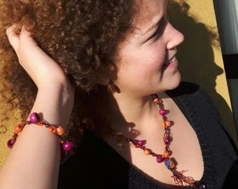 wooden and glass necklace and bracelet full of Africa violet and orange.